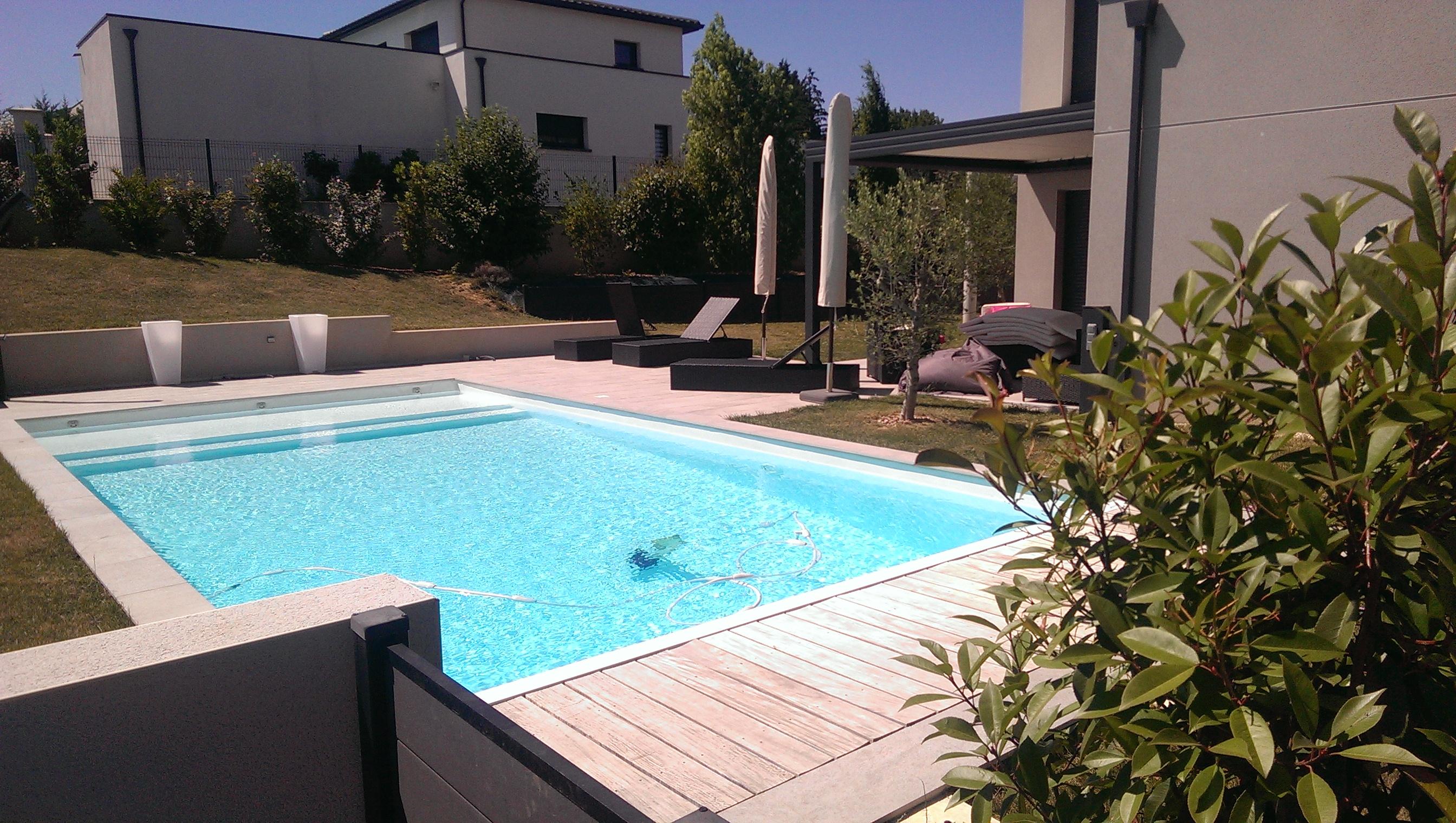 Entretien de piscines avec accès difficle : Archipel Piscine | Villefranche Beaujolais Lyon